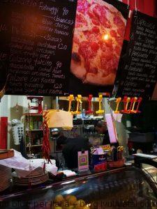 意大利(j接近)正宗披萨店